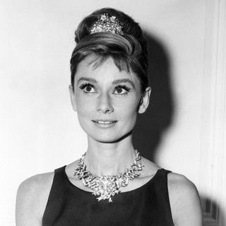 Audrey Hepburn wearing the Tiffany diamond on the ribbon necklace
